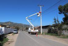 Photo of Municipalidad de La Ligua realiza instalación de nuevas luminarias en Colo Colo de Valle Hermoso
